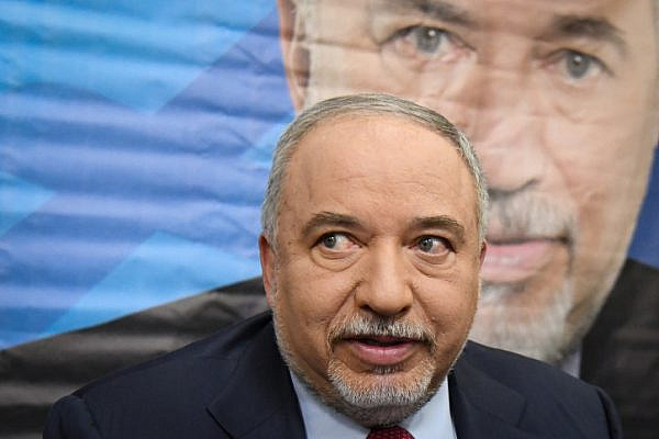 Avigdor Liberman holds a press conference following the dissolving of the Knesset and ahead of the new elections, Tel Aviv, May 30, 2019. (Flash90)