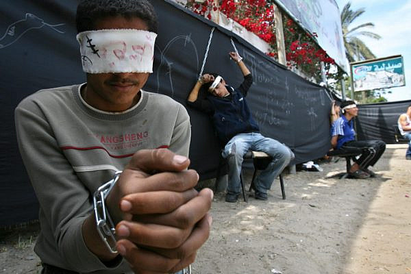Palestinian boys dressed up as prisoners protest for the release of Palestinian prisoners being held in Israeli jails, Gaza City, 21 April 2007. (Ahmad Khateib/Flash90)