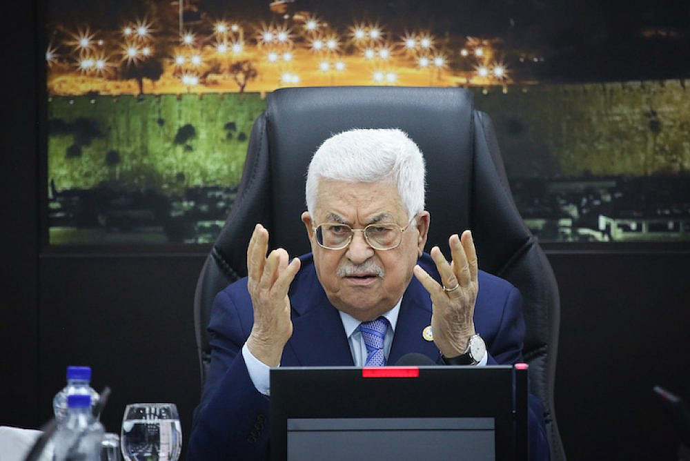 Palestinian President Mahmoud Abbas presides over a meeting of the Palestinian government in Ramallah, West Bank, on April 29, 2019. (Flash90)