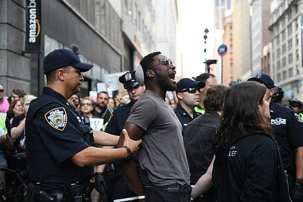 Hundreds of American Jews protest against ICE raids at an Amazon store in New York City, August 11, 2019. (Gili Getz)