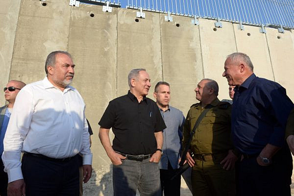 Israeli Prime Minister Benjamin Netanyahu and former Defense Minister Avigdor Lieberman visit the separation wall between Israel and the West Bank near the village of Tarqumiyah, July 20, 2016. (Haim Zach/GPO)