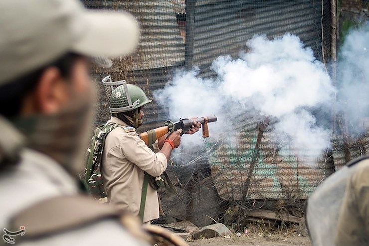 Indian security forces used tear gas to disperse thousands of pro-independence demonstrators following Eid al-Adha prayers in Kashmir, September 2, 2017. (Tasnim News Agency/CC BY 4.0)