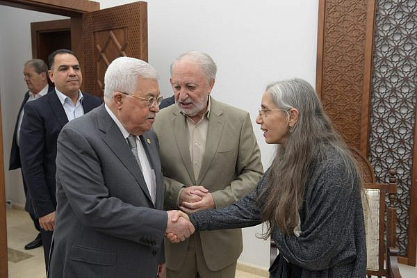 Palestinian Authority President Mahmoud Abbas shakes hands with Idit Shemer, daughter of Iraqi-Jewish writer Ishaq Bar-Moshe, Ramallah, November 16, 2019. (Office of the President of the Palestinian Authority)