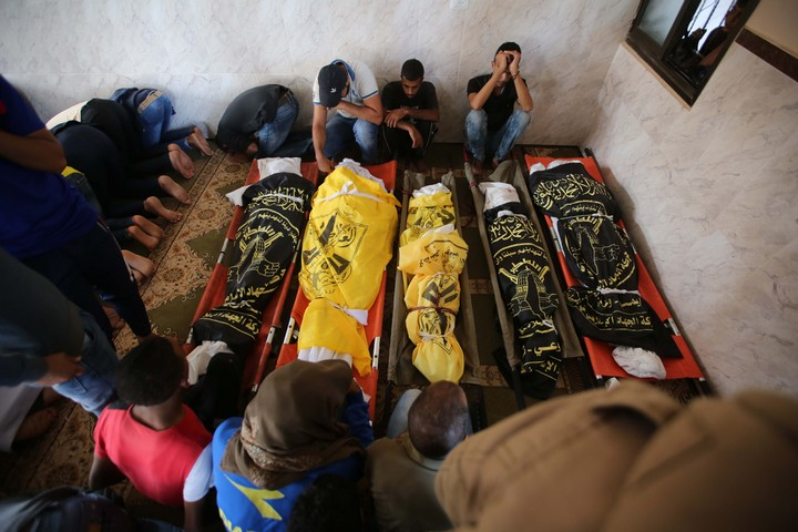 Mourners attend the funeral of seven members of the Abu Malhous family killed by an Israeli airstrike, during their funeral, Deir al-Balah, central Gaza Strip, November 14, 2019. (Hassan Jedi/Flash90)