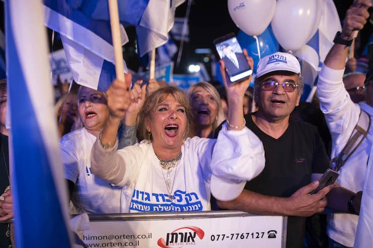 Pro-Netanyahu demonstrators seen at a rally in support of the prime minister in central Tel Aviv, November 26, 2019. (Oren Ziv)
