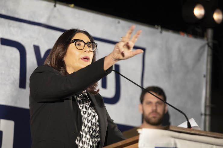 Culture Minister Miri Regev delivers a speech at a pro-Netanyahu rally in central Tel Aviv, November 26, 2019. (Oren Ziv)