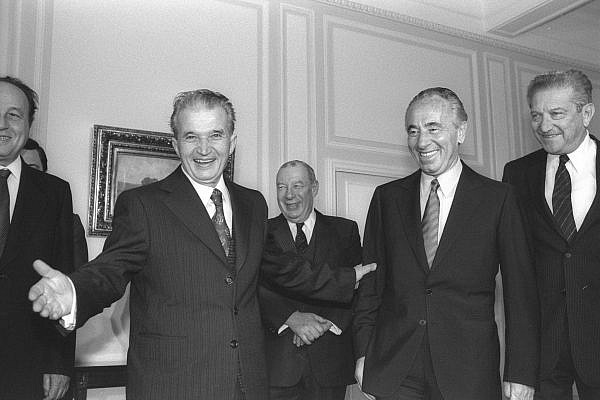 Shimon Peres seen with Nicolae Ceaușescu during a visit to Bucharest, in 1985. (Moshe Milner/GPO)