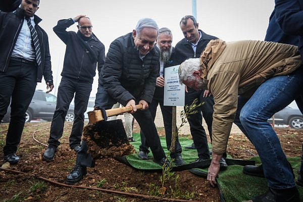 Prime Minister Benjamin Netanyahu plants an olive tree at the Netiv Ha'avot neighborhood in Gush Etzion, West Bank, January 28, 2019. (Marc Israel Selem/Flash90)