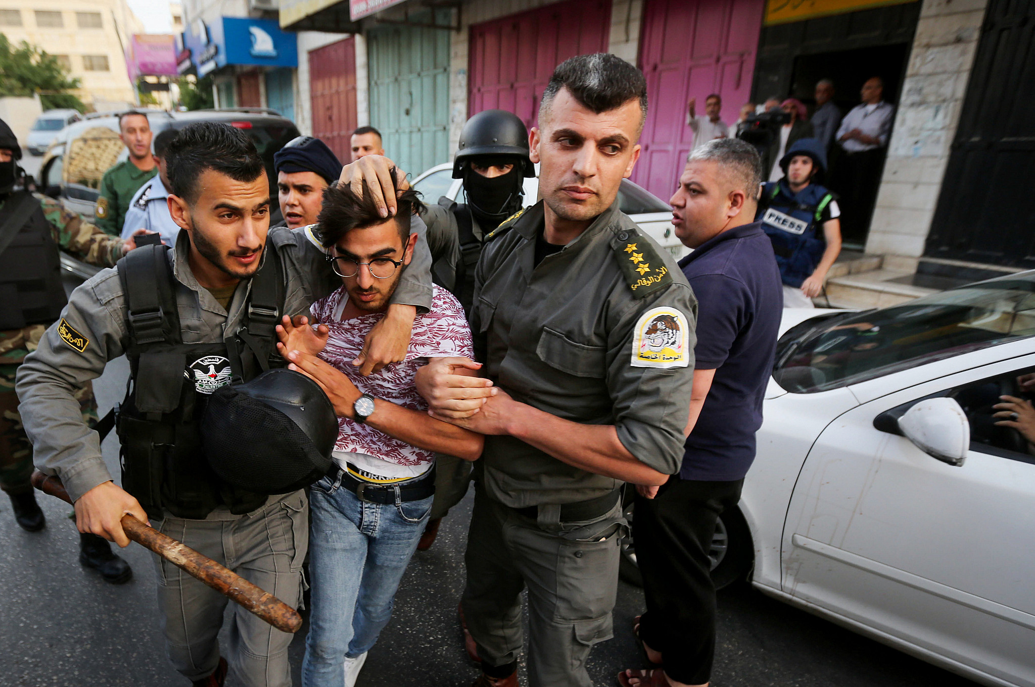 PA security forces prevent supporters of Hizb ut-Tahrir party from praying in Hebron, June 4, 2019. (Wisam Hashlamoun/Flash90)