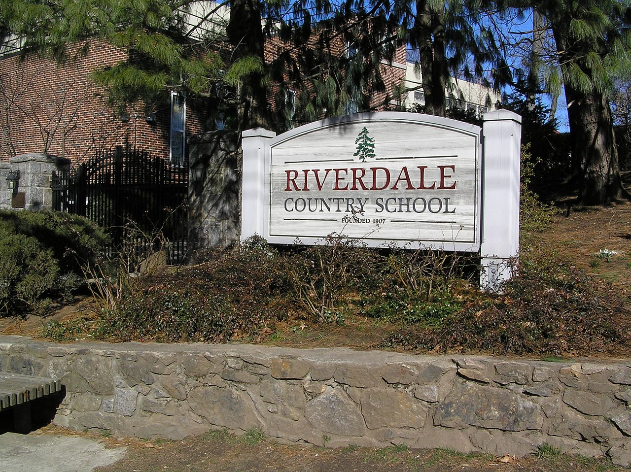 The Riverdale Country School Campus Entrance Sign (Anthony22/Wikimedia Commons)