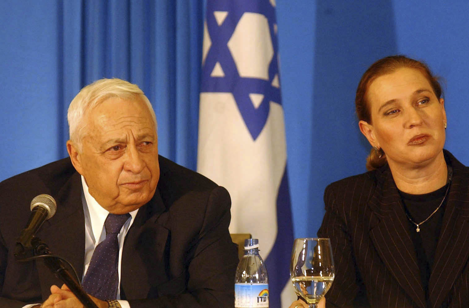 Tzipi Livni sits with the founder of the Kadima party, Ariel Sharon. January 13, 2001. (Flash90)