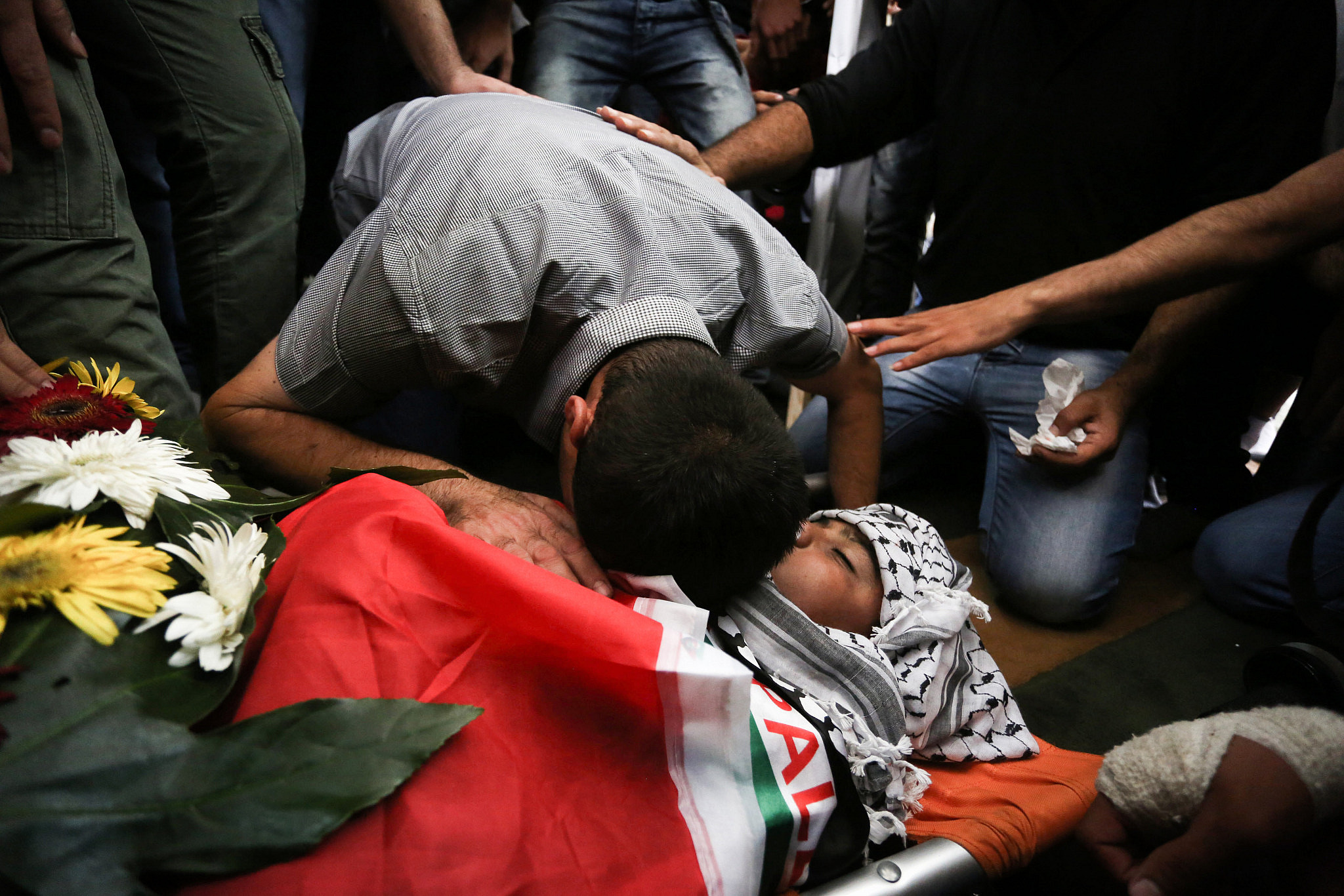 Mourners carry the body of 13-year-old Palestinian boy Ahmed Sharaka, who was killed by Israeli troops after being hit in the head by a plastic-coated metal bullet, in Jalazoun refugee camp near Ramallah, October 12, 2015. (Flash90)