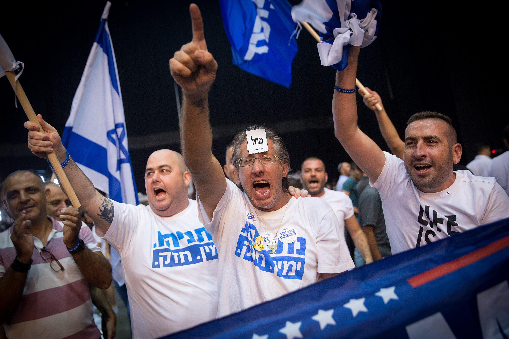 Likud supporters react as the first results in the Israeli Knesset elections are announced, September 17, 2019. (Miriam Alster/Flash90)