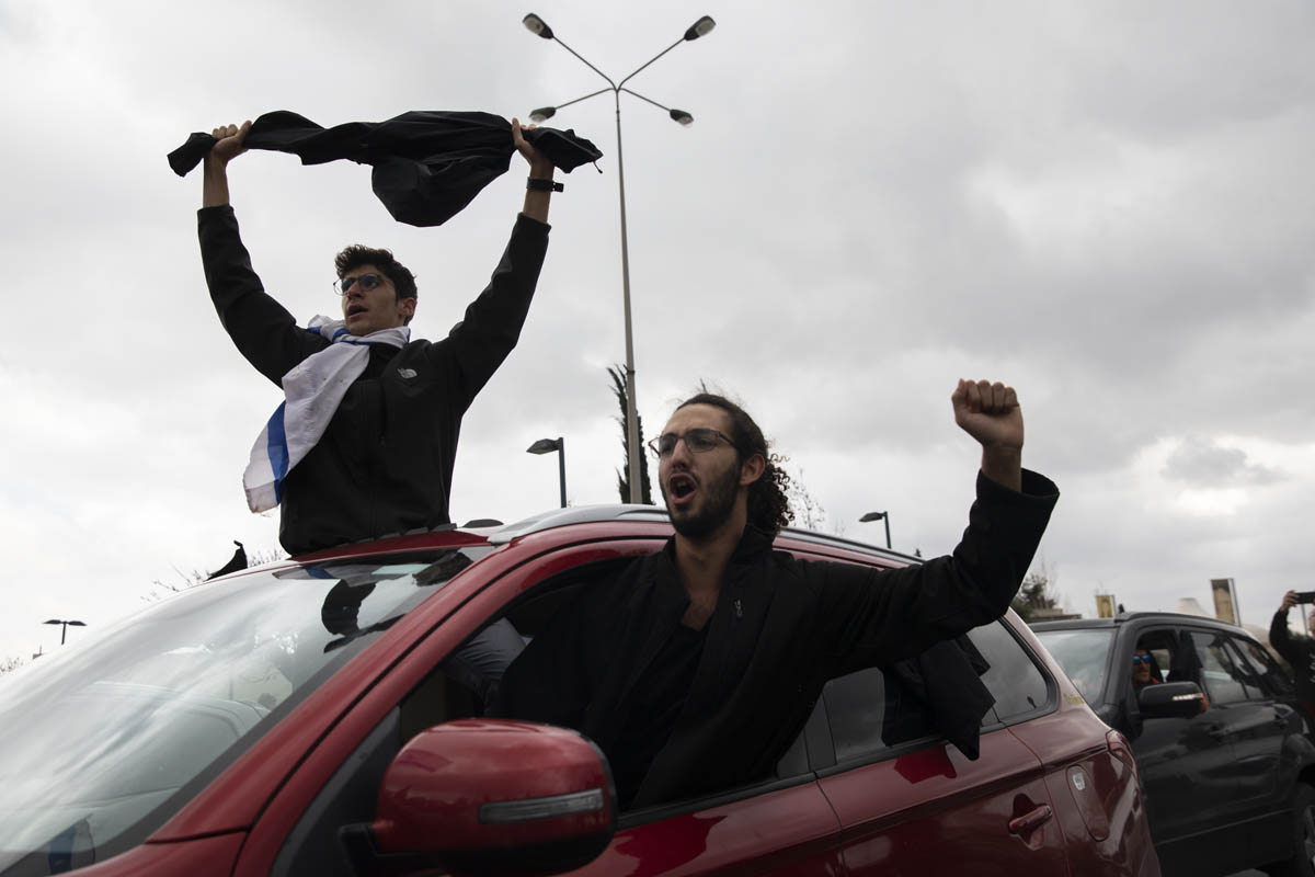 Israeli pro-democracy demonstrators seen during a protest against Netanyahu's far-reaching emergency directives to fight the coronavirus, March 19, 2020. (Oren Ziv)