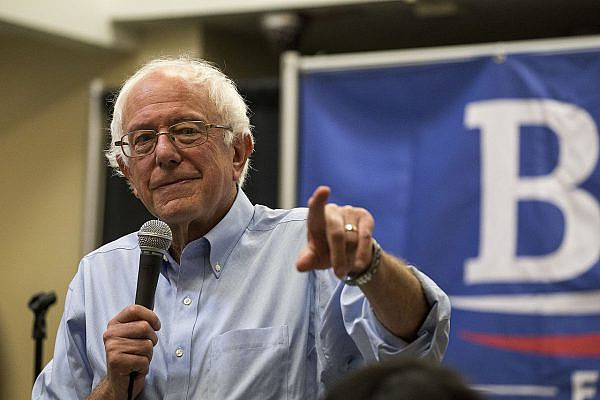 Bernie Sanders at a campaign event in Des Moines, made up largely of students and young adults asking about issues ranging from education to immigration to crime to child care, 27 September 2015. (Phil Roeder/Wikimedia Commons)