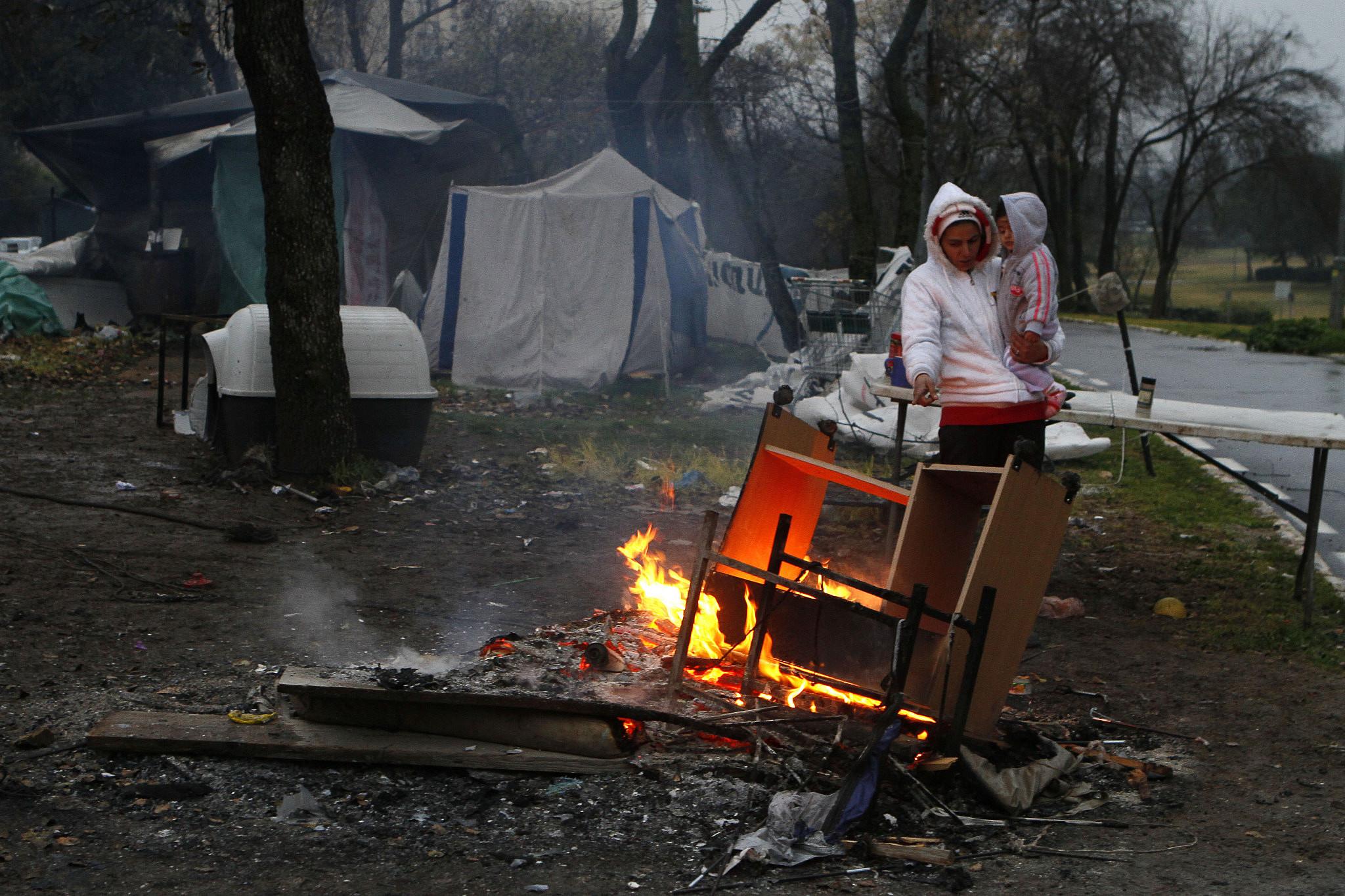 A family outside a homeless camp in Sacher park in Jerusalem on January 23, 2012. (Uri Lenz/Flash90)