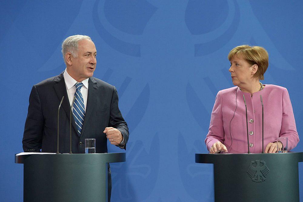 Meeting of Prime Minister Benjamin Netanyahu with German Chancellor Angela Merkel in Berlin, Germany, February 16, 2016. (Amos Ben Gershom/GPO)