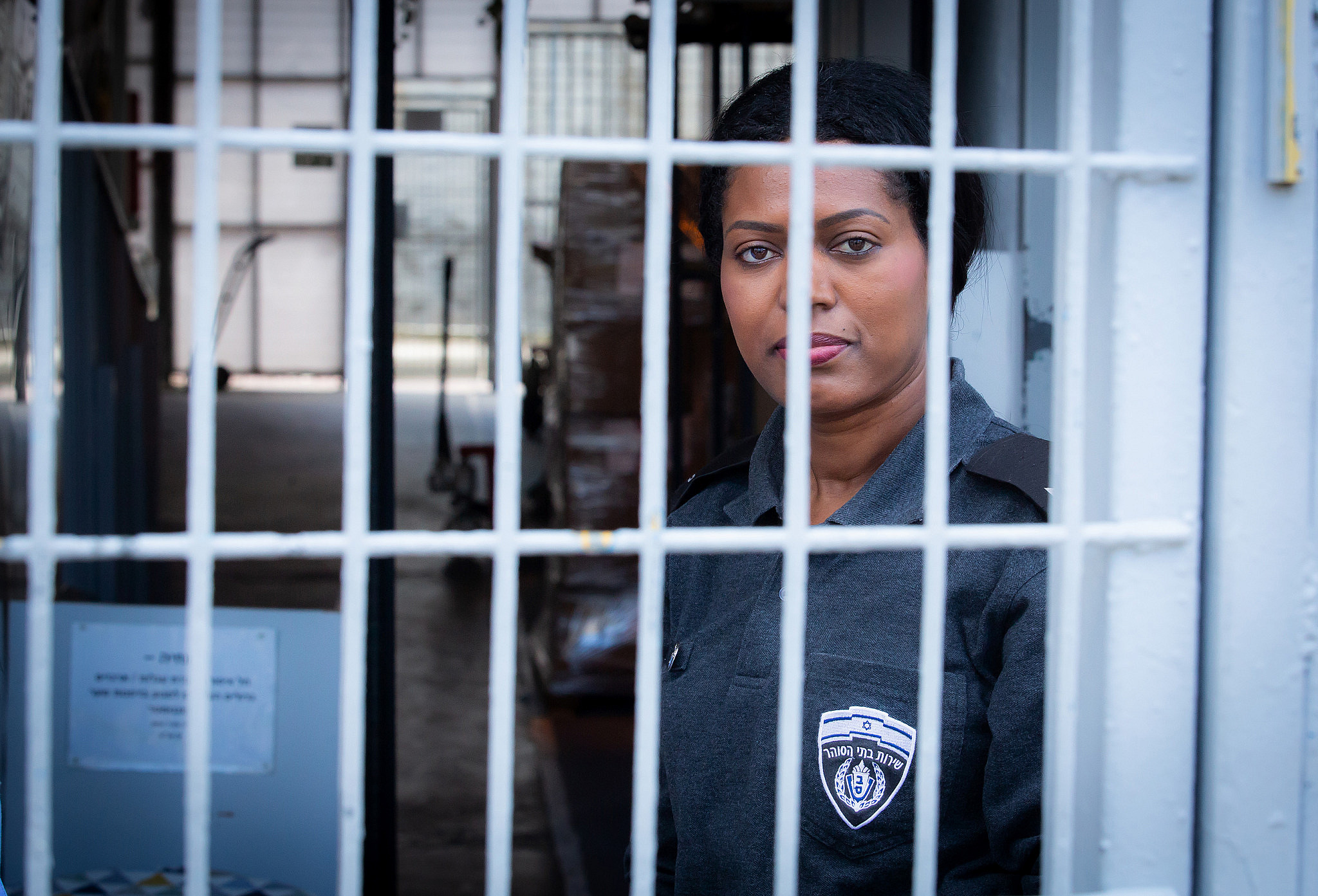 An Israel Prison Service officer stands guard at the Neve Tirtza women's prison, on March 26, 2019. (Moshe Shai/Flash90)
