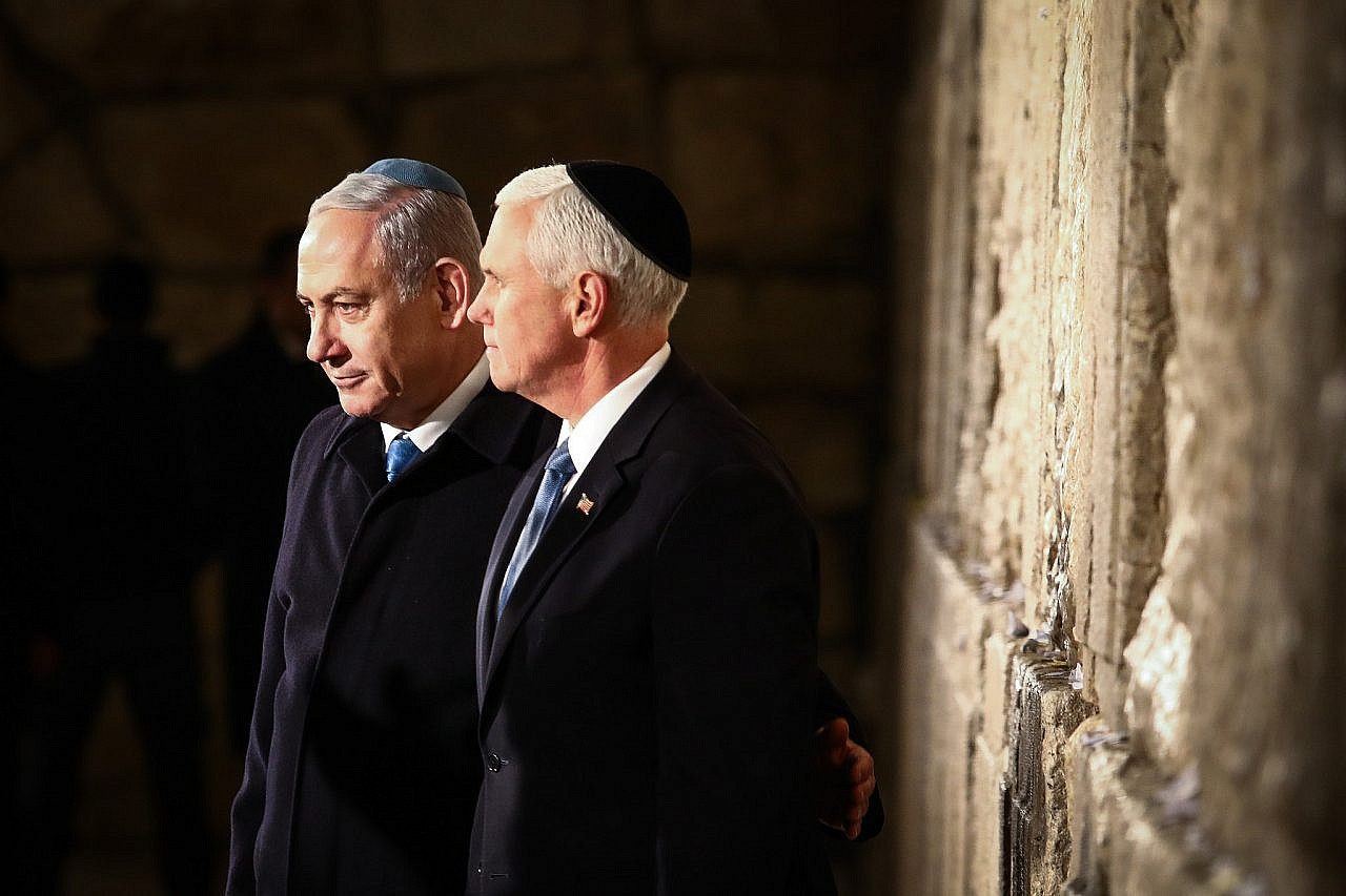 Prime Minister Benjamin Netanyahu and U.S. Vice President Mike Pence visit the Western Wall in Jerusalem's Old City, January 23, 2020. (Shlomi Cohen/Flash90)