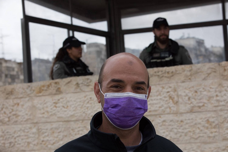 People seen walking near Damascus Gate in Jerusalem, March 28, 2020. (Nati Shohat/Flash90)