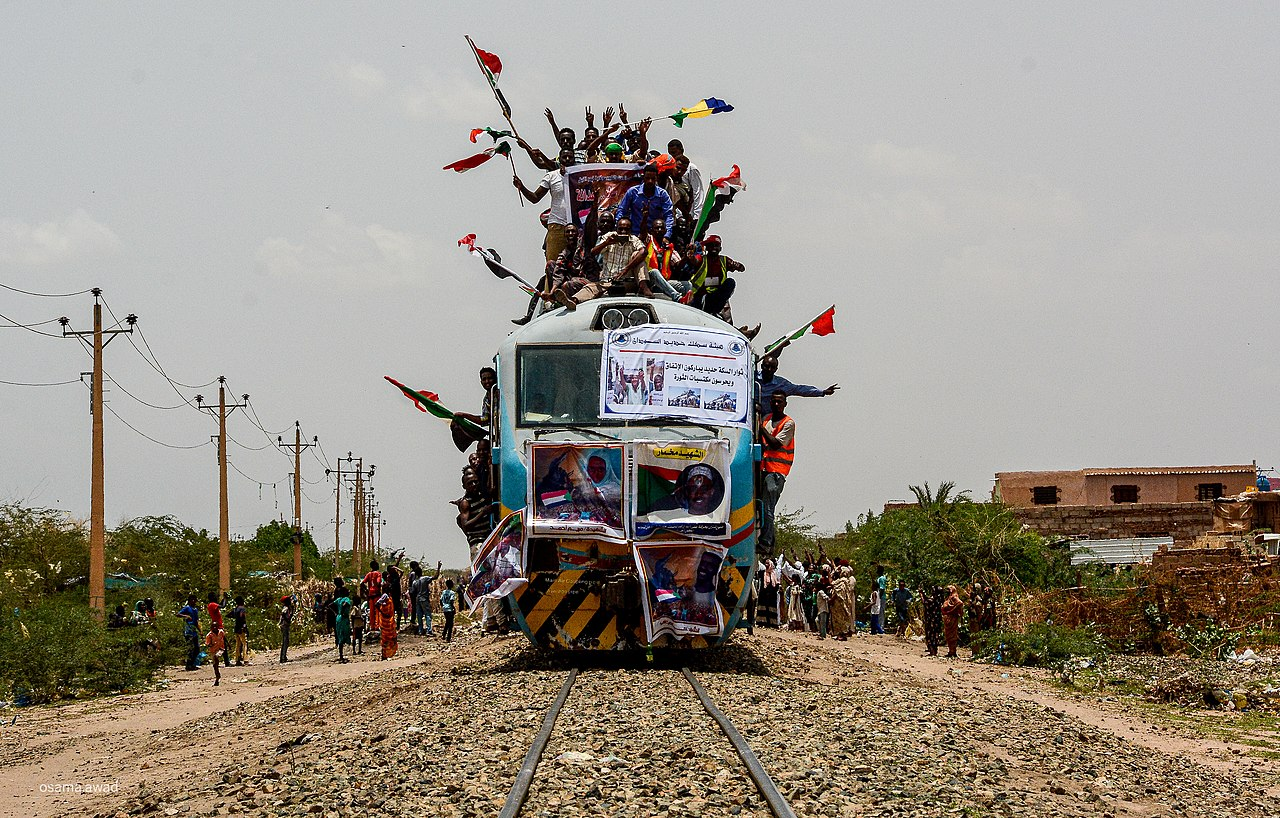 Protesters on a train coming from Atbra city about 300 km from Khartoum, during the Sudanese revolution, 17 August 2019. (Osama Elfaki/Wikimedia)