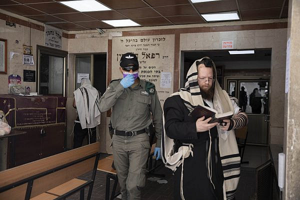 Israeli police patrol in the ultra-orthodox city of Bnei Brak, March 30, 2020. The government ordered a partial lockdown of the city in order to prevent the spread of the Coronavirus. (Oren Ziv)