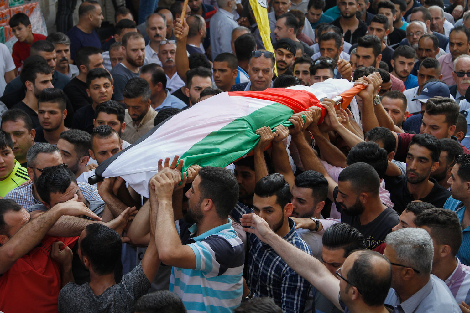 Palestinians carry the body of Aisha Rabi, who was killed by settlers while driving in the West Bank, during her funeral in the West Bank village of Bidya, October 13, 2018. (Nasser Ishtayeh/Flash90)