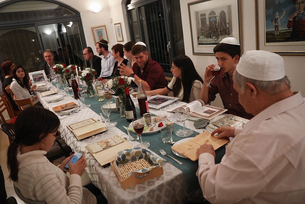 """An Israeli family seen during the """"Passover Seder"""" on the first night of the Jewish holiday of Passover, in Tzur Hadassah. April 19, 2019. (Nati Shohat/Flash90)"""