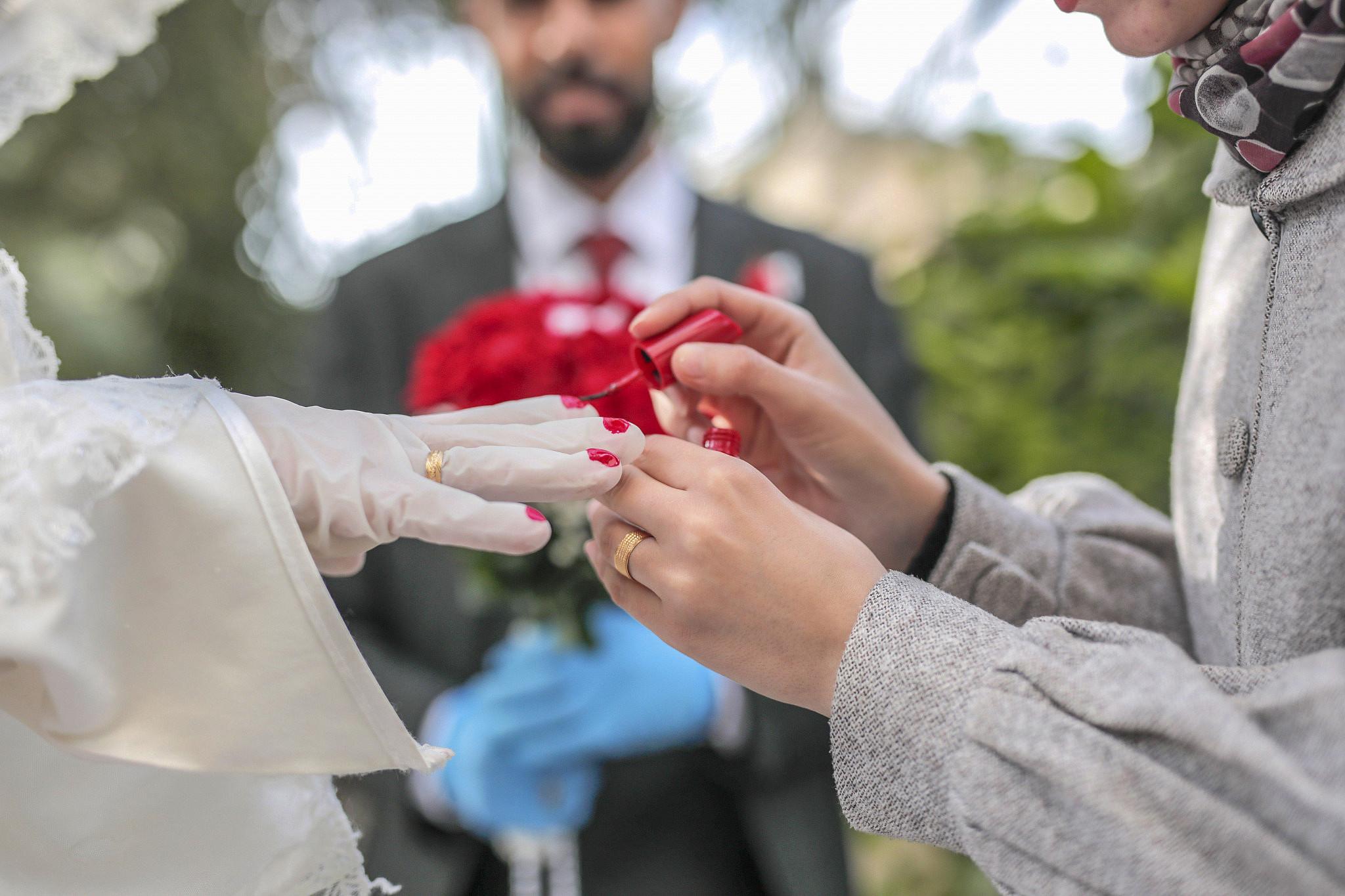 Ali and Narmeen Abu Seif on their wedding day, Gaza City, April 10, 2020. (Mohammed Zaanoun)