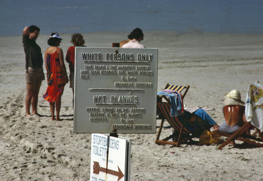 Segregated beach at Stranofontein near Cape Town. January 1, 1985. (UN Photo/A Tannenbaum)