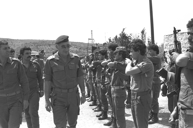IDF Chief of Staff Moshe Levy visits a SLA base in Southern Lebanon, June 4, 1986. (Miki Tzarfati/GPO)