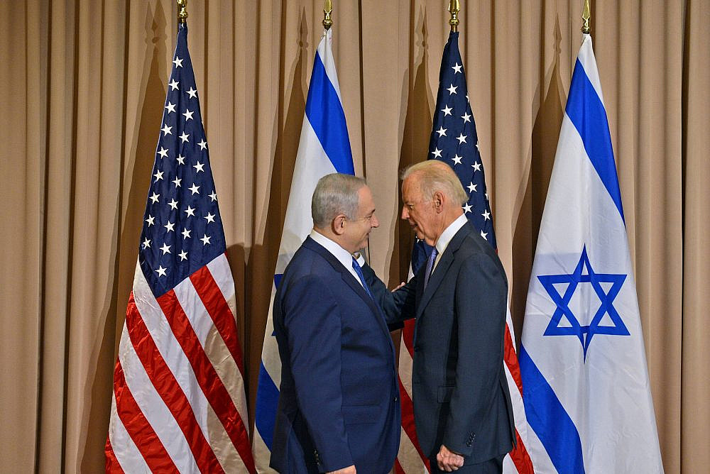 Israeli Prime Minister Benjamin Netanyahu meets with U.S. Vice President Joe Biden, at the annual meeting of the World Economic Forum in Davos on January 21, 2016. (Haim Zach/GPO)