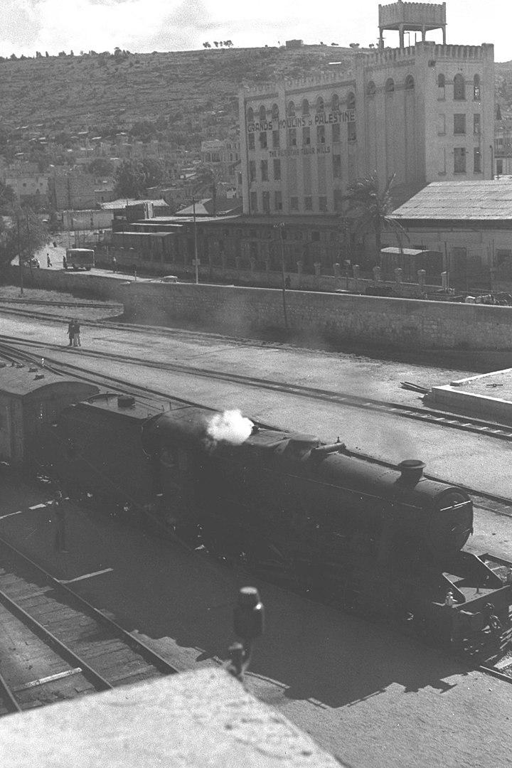 A railroad in Haifa, February 25, 1945. (GPO)