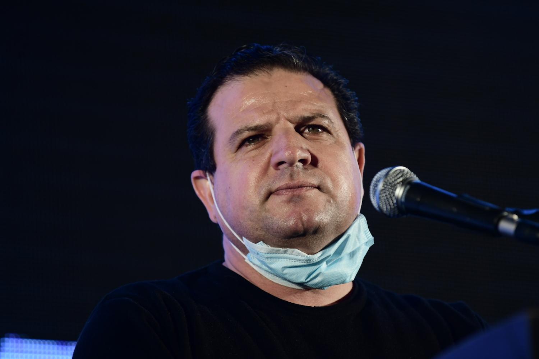 Joint List head Ayman Odeh speaks during a protest against Prime Minister Benjamin Netanyahu, Tel Aviv, April 19, 2020. (Tomer Neuberg/Flash90)