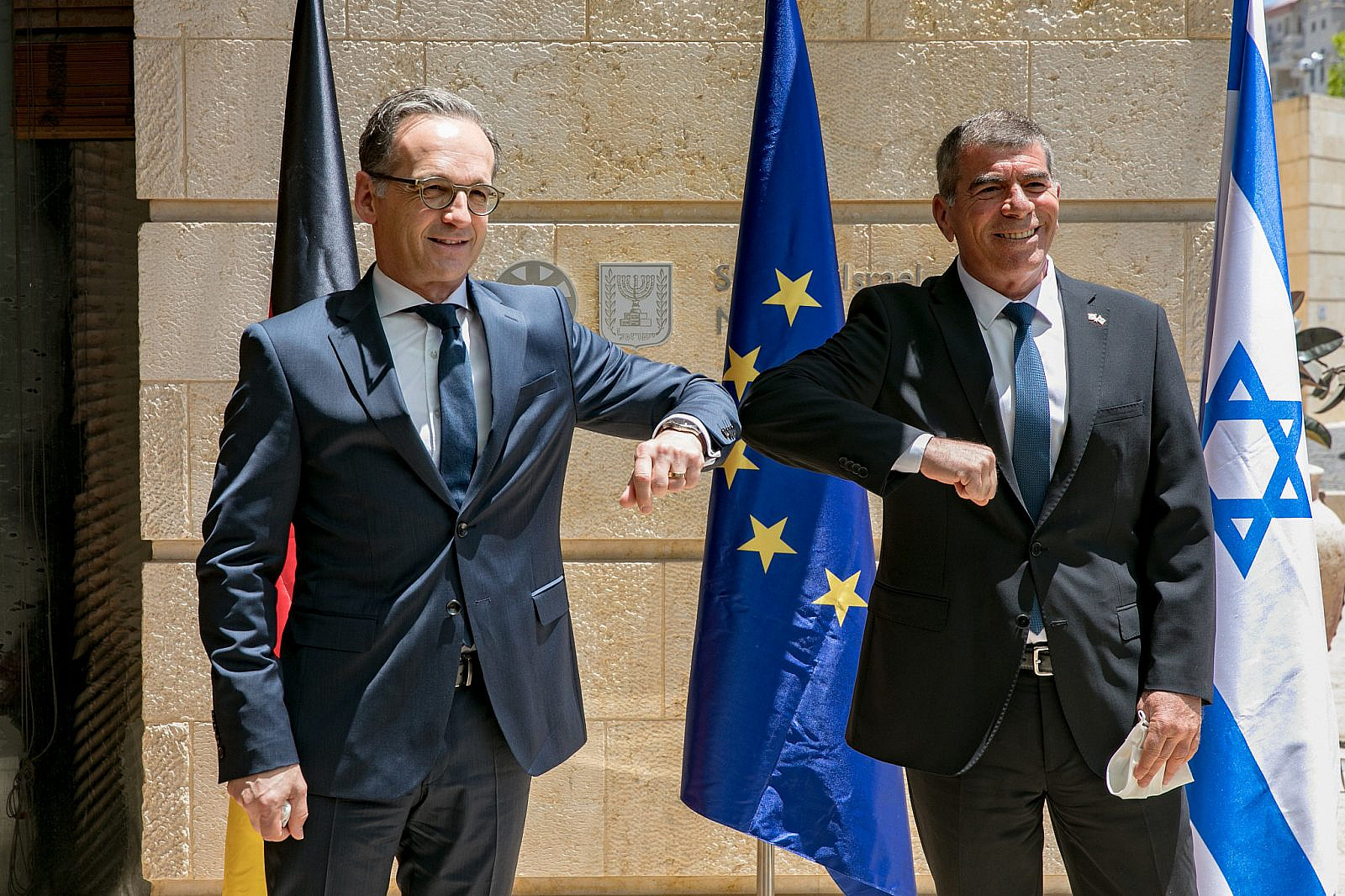 Israeli Foreign Minister Gabi Ashkenazi meets with German Foreign Minister Heiko Maas at the Ministry of Foreign Affairs in Jerusalem on June 10, 2020. (Olivier Fitoussi/Flash90)