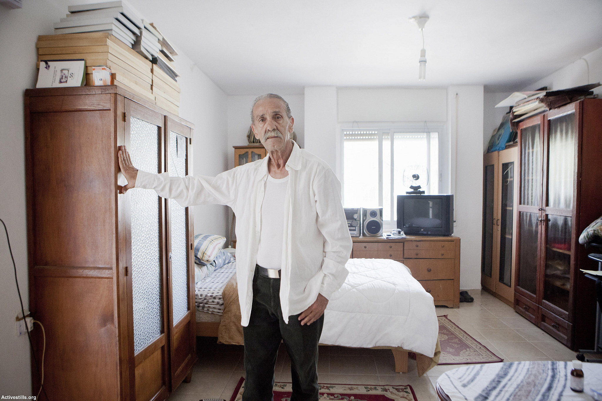 Israel Black Panther and political activist Reuven Abergil in his Jerusalem apartment, August 1, 2012. (Shiraz Grinbaum/Activestills.org)