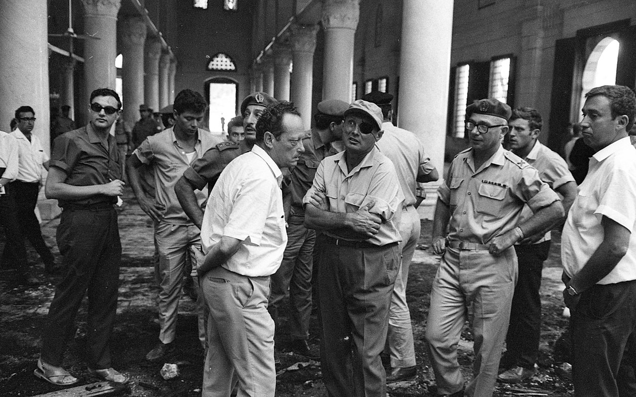 Yigal Allon and Moshe Dayan visiting al-Aqsa mosque in Jerusalem, August 21, 1969. (Israel National Library/Wikimedia Commons)