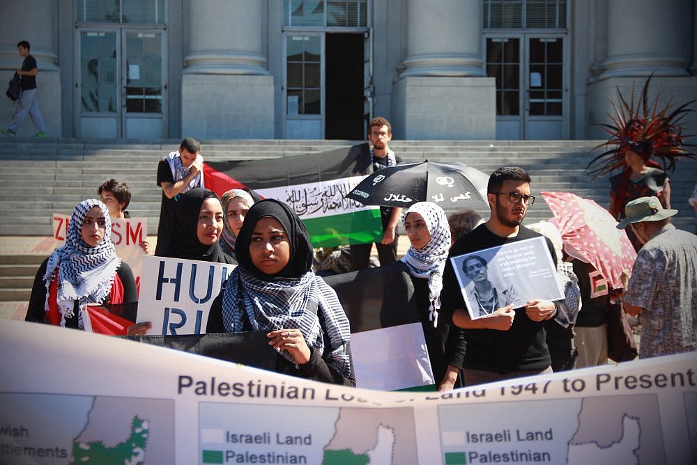 Protest by Students for Justice in Palestine at UC Berkeley, Sep. 23, 2014. (Ariel Hayat/Flickr)