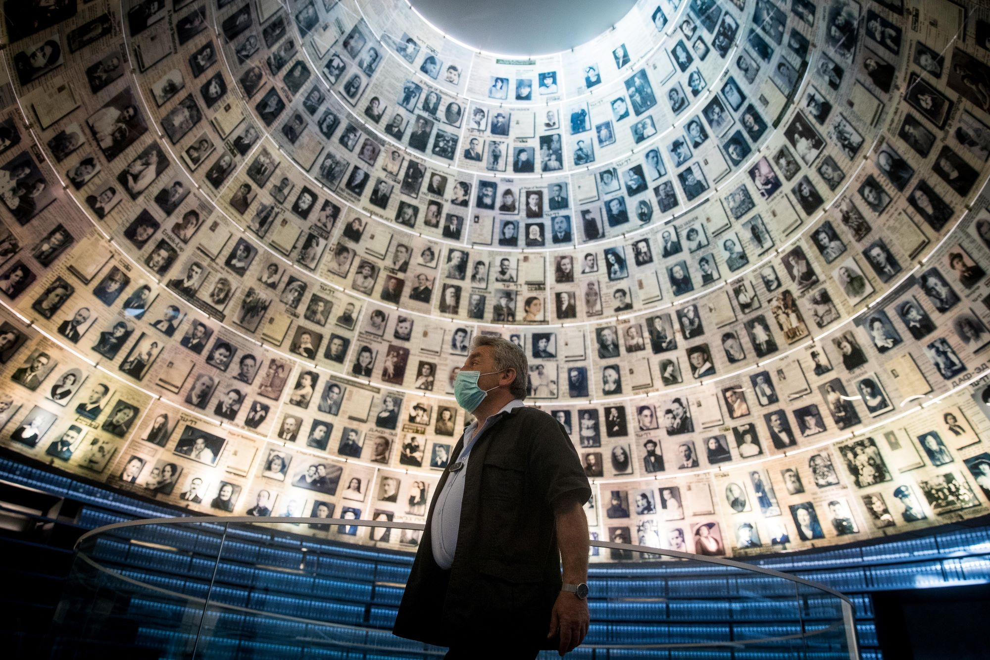 Yad Vashem security guard stands at the empty Hall of Names in the Yad Vashem Holocaust Memorial Museum in Jerusalem, April 19, 2020. (Yonatan Sindel/Flash90)