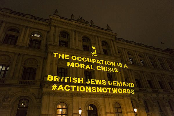 Progressive British Jewish group Na'amod project messages against Israel's plans to annex parts of the West Bank on Britain's Foreign and Commonwealth Office, London, July 15, 2020. (Courtesy of Na'amod)