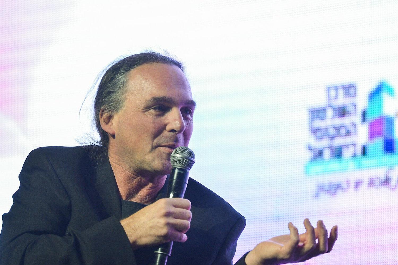 Israeli journalist Avishay Ben Haim at the annual international Municipal Innovation Conference in Tel Aviv, February 27, 2019. (Flash90)