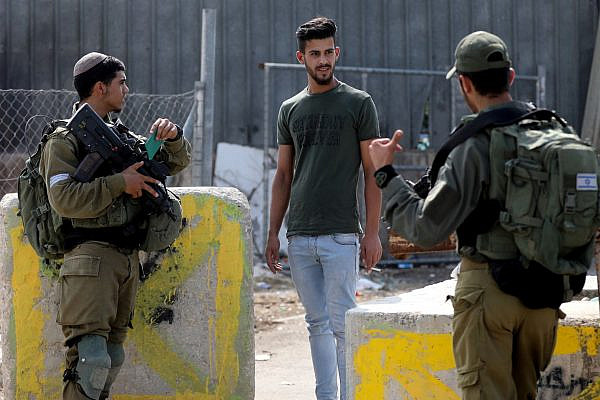 Israeli soldiers stand guard at a checkpoint at the West Bank city of Hebron, October 17, 2019. (Wisam Hashlamoun/Flash90)