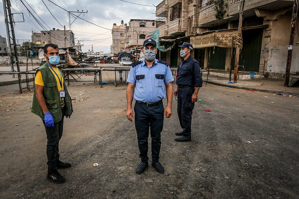 Members of the Palestinian security forces enforce a full lockdown for 48 hours following the spread the of the coronavirus, Rafah, southern Gaza Strip, August 25, 2020. (Abed Rahim Khatib/Flash90)