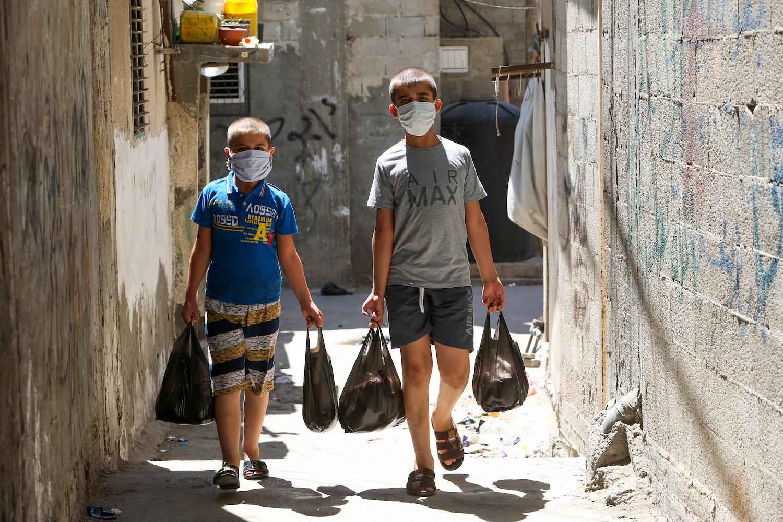 Palestinians wear protective face masks in Rafah, southern Gaza Strip, August 27, 2020. (Abed Rahim Khatib/Flash90)