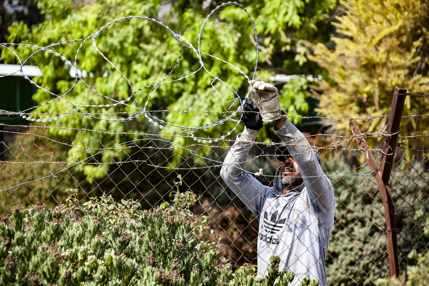 Kibbutz Nir David installs new barbwire on its perimeter fence the morning of a large planned demonstration demanding it opens the Asi River to the general public, on August 14, 2020. (Photo by Mati Milstein)