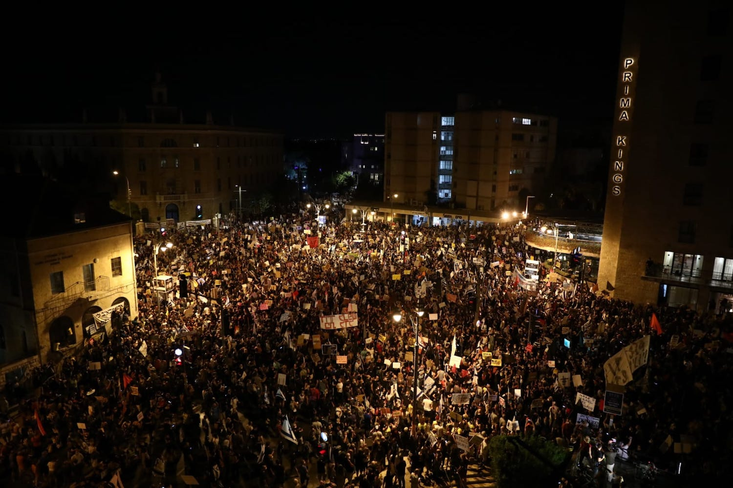Tens of thousands fill Jerusalem's Paris Square during the weekly anti-Netanyahu demonstrations, August 1, 2020. (Oren Ziv)