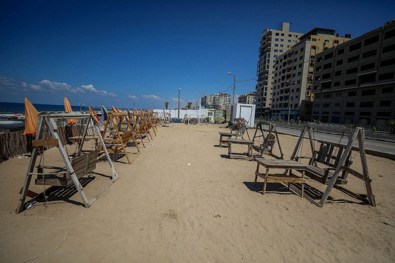 An empty beach in Gaza City, August 27, 2020. (Mohammed Zaanoun/Activestills)