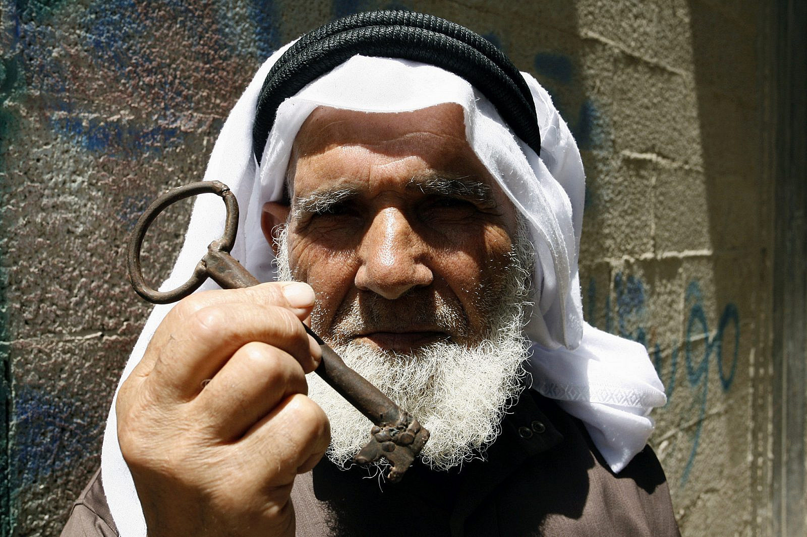 A Palestinian refugee, Saleh Abu Ross, 79 years old, from the Rafah refugee camp, holds up a key from his house in Beersheba, located in southern Israel, during a rally in Rafah, southern Gaza Strip, May 12, 2013. (Abed Rahim Khatib/Flash90)