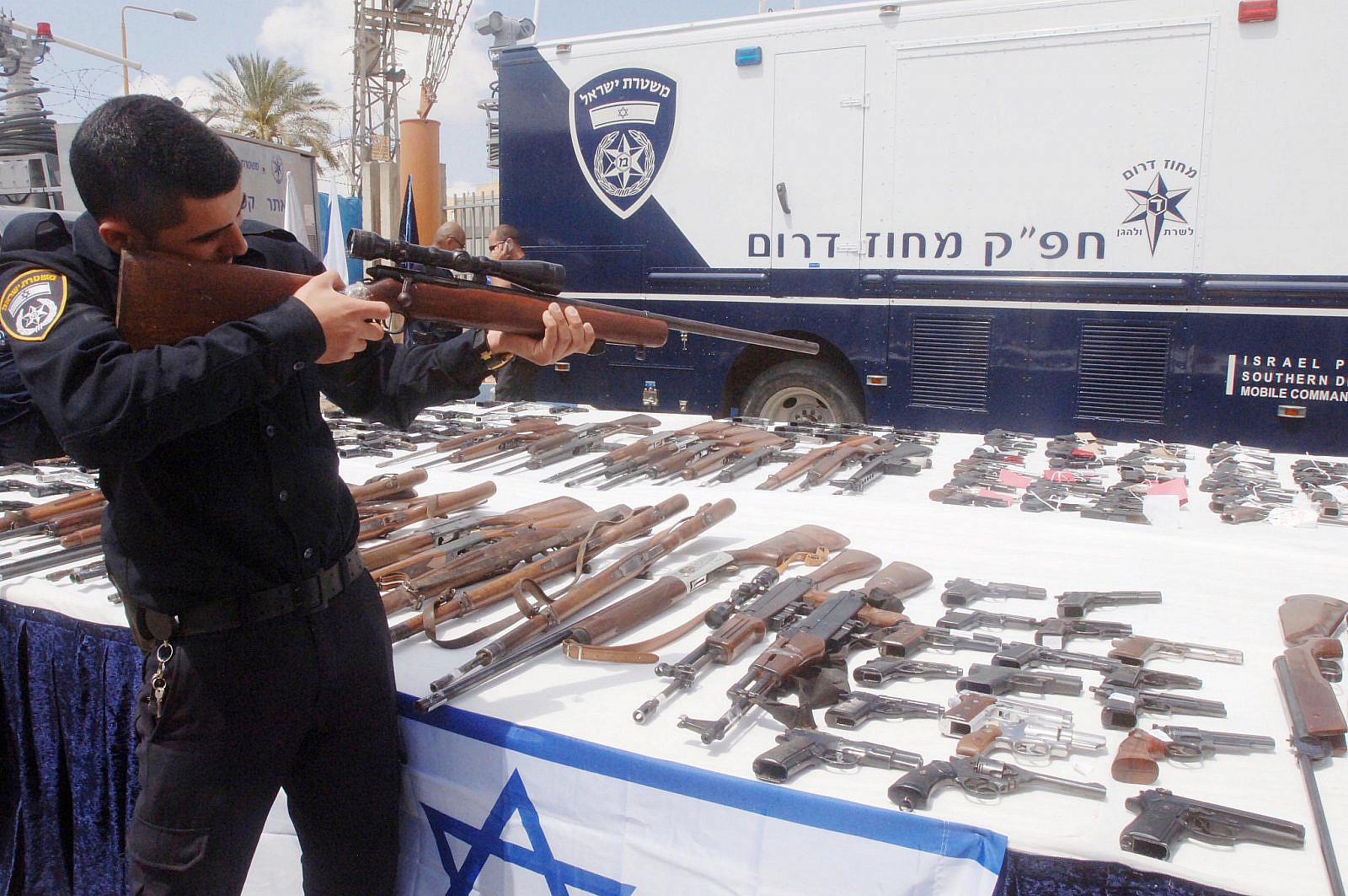 Illegal firearms seized by Israeli police during 'Operation Law and Order,' seen on display at the Police Southern District, April 10, 2014. (Flash90)