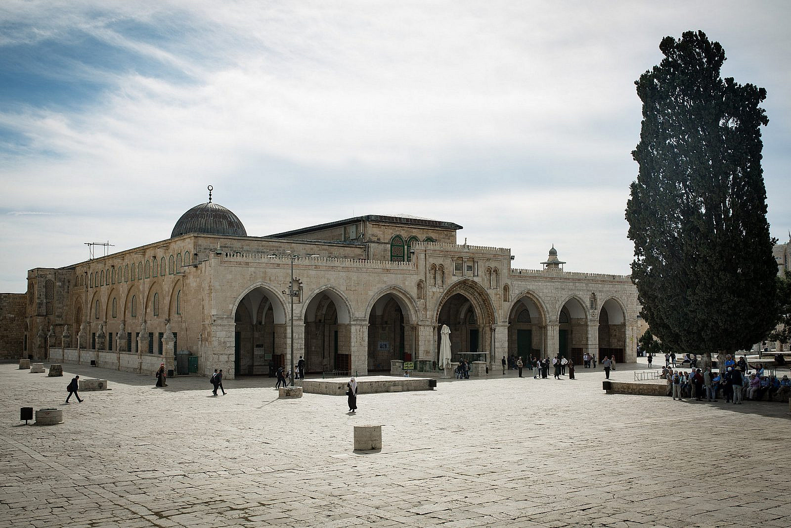 A view of the Al-Aqsa Mosque in the Old City of Jerusalem, located on the Haram al-Sharif (the Noble Sanctuary) or Temple Mount, the third holiest site in Islam after Mecca and Medina. November 7, 2016. (Sebi Berens/Flash90)